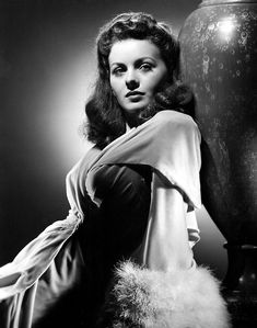 """""""Jeanne Crain in promo photo for CBS Radio's adaptation of """"Seventh Heaven"""" on its """"Hollywood Star Time"""" program. She was cast opposite Tyrone Power. Old Hollywood Style, Hollywood Star, Old Hollywood Glamour, Vintage Glamour, Vintage Hollywood, Classic Hollywood, Patrick Jane, Jeanne Crain, Old Movie Stars"""