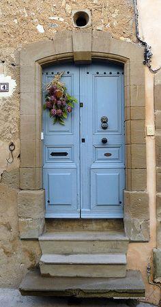 Porte bleue - Le Castellas   ---  check out the bottom step .......  lol