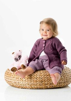 Raglanjakke & Knebukse Wicker Baskets, Bassinet, Furniture, Home Decor, 1, Sacks, Stapler, Crib, Decoration Home