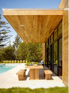 42 Lovely Wooden Modern Pergola for Your Dream Garden Outdoor Living Rooms, Outside Living, Outdoor Spaces, Outdoor Decor, Modern Pergola, Modern Patio, My Pool, House Roof, House In The Woods