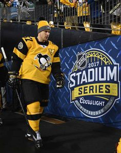 Sid at the Stadium Series game against the Flyers.