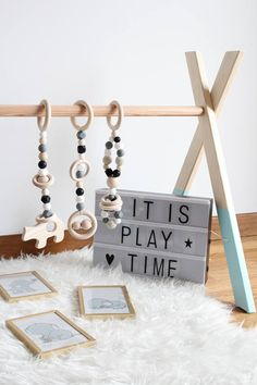 Neutral Baby gym toys / 3 hanging toys / Perfect for teething