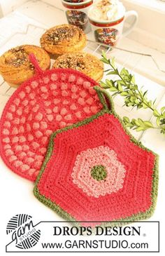 "DROPS Extra 0-700 - Crochet DROPS pot holders, 1 round with bobbles and 1 hexagon pot holder, in ""Paris"". - Free pattern by DROPS Design"