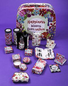 Kolekce #BotanicalGarden - #manikura, lesk na rty, #peněženka na mince, nebo #pilníček na nehty. Stylové #doplňky s květinovým designem. #floral #giftware #accessories