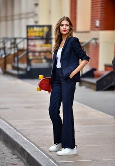 Navy suit outfit with white trainers. Skate with style. Blue Trousers Outfit, Flare Jeans Outfit, Trouser Outfits, Casual Outfits, Smart Casual Suit, Smart Casual Women, Suits For Women, Women Wear, Clothes For Women