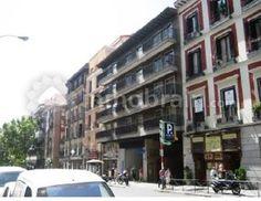 Oficina de 68 m2 en el centro de de la ciudad. El inmueble se encuentra distribuido en varias salas, despachos y aseo. Ubicado en el Barrio de las Letras cercano a la parada de metro de Antón Martín.