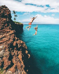 27 Of The Most Incredible Places To Visit In Hawaii Plan a vacation to Hawaii! Here are 27 of the best places to visit in Hawaii! Including Oahu, Kauai, Hawaii (the big island) and Maui! Of the best waterfalls you want to miss these top spots! Moving To Hawaii, Hawaii Vacation, Hawaii Travel, Dream Vacations, Vacation Spots, Travel Usa, Hawaii Honeymoon, Vacation Travel, Vacation Places