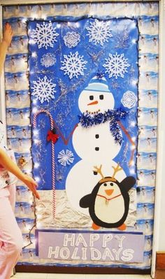 Christmas Door Decorating - kids could paint the pictures on the outside School Door Decorations, Office Christmas Decorations, Christmas Classroom Door, Christmas Art, Funny Christmas, School Holiday Party, Holiday Fun, Holiday Decor, Fc B