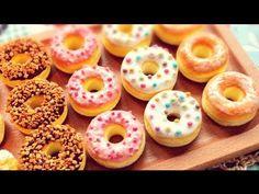 *スイーツデコ*紙粘土でドーナツの作り方 *Sweets Deco Paper clay Tutorial* How to make donut. Fimo Polymer Clay, Polymer Clay Miniatures, Polymer Clay Projects, Clay Crafts, Paper Clay, Biscuit, Clay Videos, American Girl Diy, Doll Food