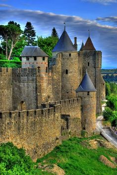Carcassonne Castle in Languedoc-Roussillon, France Beautiful Castles, Beautiful Buildings, Beautiful Places, The Places Youll Go, Places To Visit, Carcassonne France, Languedoc Roussillon, Castle Ruins, Jolie Photo