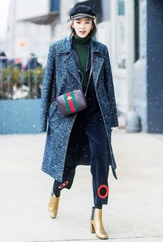 The Best Bags at New York Fashion Week This Season New York Fashion Week Street Style, Cool Street Fashion, Street Chic, Street Wear, Irene Kim, Vogue, Tweed Coat, Wool Coat, News Boy Hat