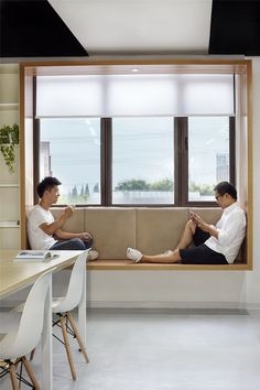 Modern Window Seat Idea – Add a suspended wood surround to standard windows to c… – Home Decor İdeas Modern Contemporary Windows, Modern Windows, Contemporary Bedroom, Contemporary Building, Contemporary Cottage, Contemporary Apartment, Contemporary Chandelier, Contemporary Office, Contemporary Landscape