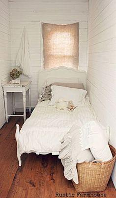 Looking for the best small bedroom decor ideas? These are the 20 pieces and ideas you need for a cozy, stylish and functional bedroom. Home Bedroom, Bedroom Decor, Bedroom Ideas, Bedroom Rustic, Bedroom Nook, Bedroom Furniture, Small Rooms, Small Spaces, Small Bedroom Designs