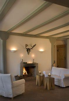 Das Märkische Landhaus liegt inmitten von idyllischer Natur in dem kleinen brandenburgischen Örtchen Buchholz. In dem 160 Jahre alten Feldsteinbau - einem ehe