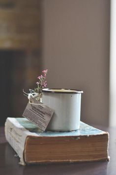 Imagem de book, flowers, and vintage
