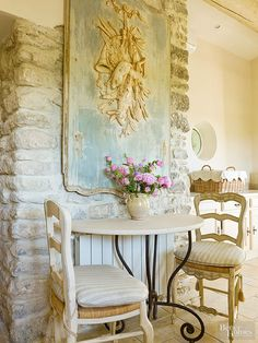 A Provençal boiserie with its original paint anchors a small breakfast nook within the kitchen. Parisian Kitchen, Shabby Chic Kitchen, Shabby Chic Homes, Shabby Chic Decor, Rustic Decor, Shabby Cottage, Cozy Cottage, French Country Kitchens, French Country Cottage