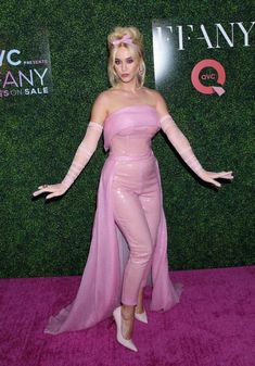 Katy Perry Costume, Katy Perry Fotos, Katy Perry Pictures, Daisy, Celebs, Celebrities, Girl Photos, Strapless Dress Formal, Vestidos