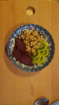 Açaí, kiwi e granola com coco