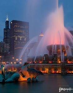 Buckingham Fountain is a Chicago landmark in the center of Grant Park. Dedicated in it is one of the largest fountains in the world. Inspired by the Latona Fountain at the Palace of Versailles, it is meant to allegorically represent Lake Michigan. Chicago At Night, Chicago City, Chicago Skyline, Chicago Illinois, Chicago Today, Milwaukee City, Visit Chicago, Chicago Chicago, Buckingham Fountain