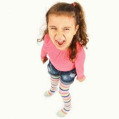 La etapa de los dos años del bebé supone un cambio radical en su forma de ser, tanto es así que se la conoce como los terribles dos años. A los dos años, los niños recurren a las estrategias más desesperantes para llamar la atención de los padres: llorar, berrinches, pataletas, gritos...