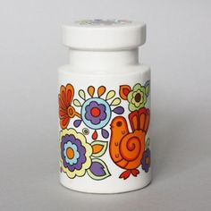 Gorgeous vintage sugar shaker in great usable condition still with original plastic stopper. The bright folky pattern with orange doves and multi-coloured florals will brighten up your baking days.    The Gaytime items were made in the 1960's by Lord Nelson Pottery.    Size – 130mm tall and 73mm diameter at the base.    We only have one of these and will send it recorded delivery to keep it safe.