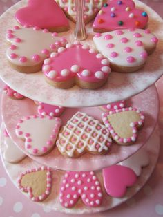 Find images and videos about Cookies on We Heart It - the app to get lost in what you love. Valentine's Day Sugar Cookies, Iced Cookies, Cute Cookies, Cupcake Cookies, Valentines Baking, Valentines Day Cookies, Cookie Frosting, Royal Icing Cookies, Cookie Company