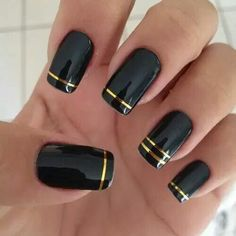22 Black Nails That Look Edgy and Chic – Elegant gold striped nails. 22 Elegant Black Nail Designs That Look Edgy and Chic. Looks Stunning. 22 Black Nails That Look Edgy and Chic – Elegant gold striped nails. Edgy Nail Art, Edgy Nails, Elegant Nails, Stiletto Nails, Trendy Nails, Elegant Chic, Edgy Chic, Gold Nail Art, Chic Nails