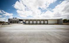 #exterior #commercial #property #bigchill #distributioncentre #warehouseshed #storage #architecture #architecturaldesign #frontview #closeup #loadingdock #unloadingdock
