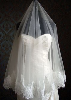 Silk tulle veil with alencon lace trim.