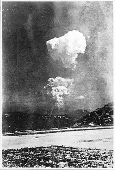 Hiroshima, la foto inedita del fungo atomico (Afp photo/ Honkawa Elementary School)