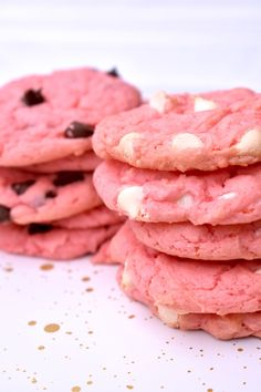 Strawberry & White Chocolate Cookies // Spring Treats // Sweet Treats // Easy recipes // easy cookie treats // pink treats // spring recipe ideas // ways to use chocolate chips