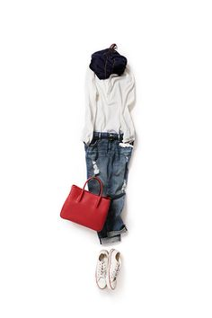 easy walking, yet stylish with a red bag Daily Fashion, Love Fashion, Winter Fashion, Fashion Looks, Womens Fashion, Classy Outfits, Chic Outfits, Fashion Outfits, Mode Ab 50