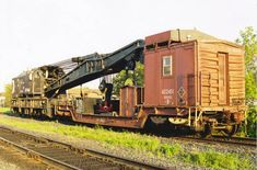 Auxiliary crane 414503 ton Industrial Brownhoist with its unique depressed flat boom car Thunder Bay Bill Sanderson --- Canada Work Train, Train Art, Rr Car, Ho Scale Buildings, Canadian Pacific Railway, Railroad History, Rail Transport, Old Trains, Train Pictures
