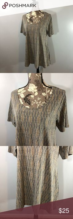 Lularoe Perfect T Top Size Medium In gently used condition comes from a smoke free home LuLaRoe Tops
