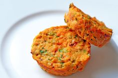 Serve these Spicy Tuna Cakes for breakfast, lunch, or dinner—or whip up an extra-big batch for your next dinner party! They're paleo, and totally delicious! Nom Nom Paleo, Seafood Recipes, Paleo Recipes, Seafood Meals, Fast Recipes, Seafood Dishes, Yummy Recipes, Yummy Food, Tuna Cakes