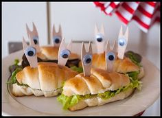 funny food - lustiges essen für gross und klein creativ zubereitet Paninis, Croissant, Amazing Food Pictures, Sandwiches, Party Buffet, Food Humor, Pirate Party, Culinary Arts, Kids Meals