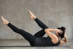 Flat Belly Workout Plan To Lose 10 Pounds - HealthEzine Flat Belly Workout, Hip Workout, Gym Workouts, Crossfit Classes, 7 Minute Workout, Aerobics Workout, Outdoor Workouts, Losing 10 Pounds, Upper Body