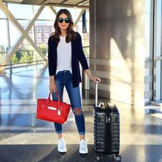 """""""Airport look - casual and comfy with a touch of color (love my swagger bag) #airport ---------- - ✈️Aerolook - casual e comfy com toque de cor na bolsa,…"""""""