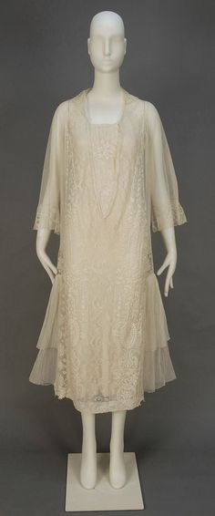TEA GOWN with LACE and EMBROIDERY, c. 1920 #vintage #1920s