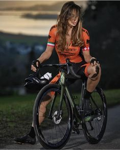 There is nothing quite so beautiful as a women with a bike. Bicycle Race, Bicycle Girl, Female Cyclist, Female Gymnast, Cycling Girls, Road Bike Women, Cosplay, Fit Chicks, Sport Girl