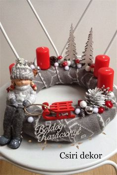 Stunning Christmas Sweater Wreath Advent Candles Decoration Ideas - Page 6 of 55 - Chic Hostess Christmas Advent Wreath, Noel Christmas, Christmas Candles, Christmas Design, Diy Christmas Gifts, Christmas Sweaters, Christmas Table Centerpieces, Christmas Decorations, Table Decorations