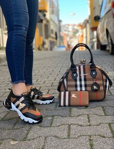 Gucci Sneakers Outfit, Sneakers Fashion Outfits, Cute Sneakers, Fashion Boots, Gucci Handbags Outlet, Burberry Handbags, Gucci Boots, Nike Air Shoes, Hype Shoes