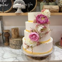 tarta buttercream lisa cascada flores Cupcakes, Lisa, Desserts, Food, Fondant Cakes, Lolly Cake, Candy Stations, Weddings, Flowers