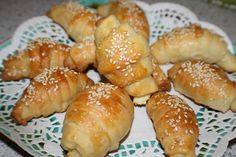 You will find here various recipes mainly traditional Romanian and Mediterranean, but also from all around the world. Brunch, Tasty, Yummy Food, Cheese Recipes, Pretzel Bites, Great Recipes, Sweets, Bread, Cooking