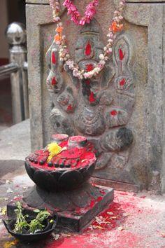 Vishnu's Feet and Ganesha in front of Panca-Mukhi (Five-Faced) Hanuman Temple on Irwin Road.