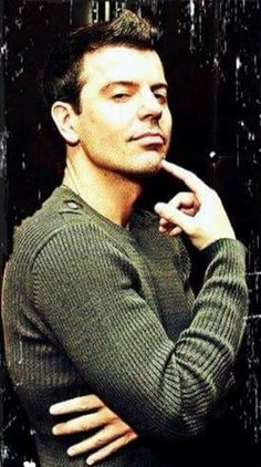 No words to describe how much I Love this man! Jonathan Knight, Danny Wood, Joey Mcintyre, Donnie Wahlberg, Jordan Knight, Newest Jordans, Chin Up, Words To Describe, Backstreet Boys