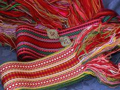 Telemark Beltestakken - Husflidsbutikken i Ski, A.Larsen husflid as Inkle Weaving, Inkle Loom, Tablet Weaving, Sons Of Norway, Folk Costume, Costumes, Darning, Fiber Art, Celtic
