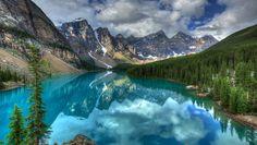 El lago Moraine es un lago de montaña localizado en el Parque Nacional Banff, en Alberta, Canadá