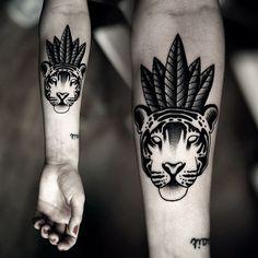 Tatouage tête de tigre sur le bras #tatouage #bras #tete #tigre #plumes #tatoo #arm #head #tiger #feathers