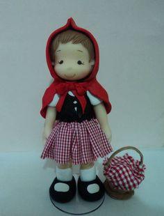 peça em biscuit com vestido em tecido, com 17 cm de altura.  arteira_2010@hotmail.com www.facebook.com/soniamendes.2012